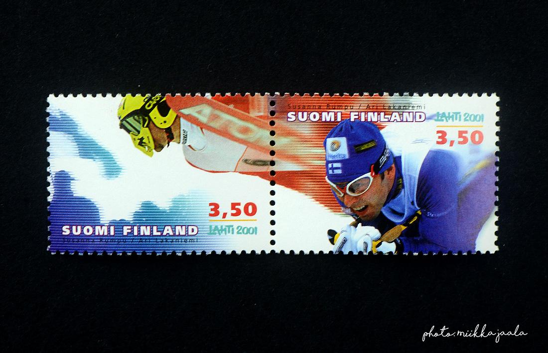 Hiihdon MM-kilpailujen postimerkit vuodelta 2001, suunnittelijana Susanna Rumpu ja Ari Lakaniemi. Lape 1547 ja 1548.
